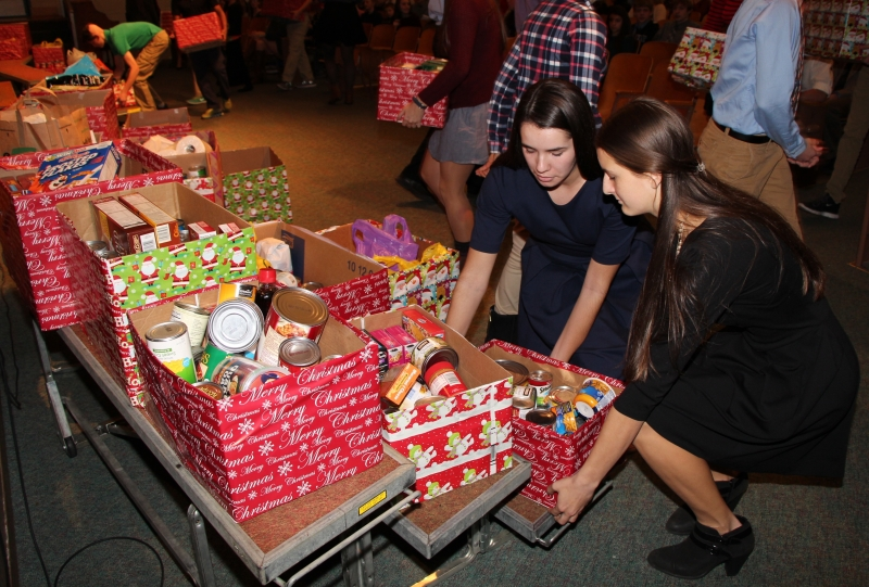Regis students gather donations for annual Gold Mass